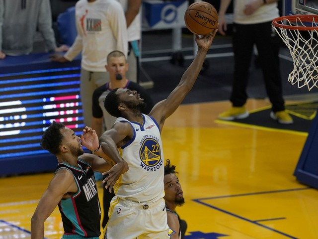 Warriors-Grizzlies: After Draymond Green yells at Andrew Wiggins, Wiggins responds with huge dunk