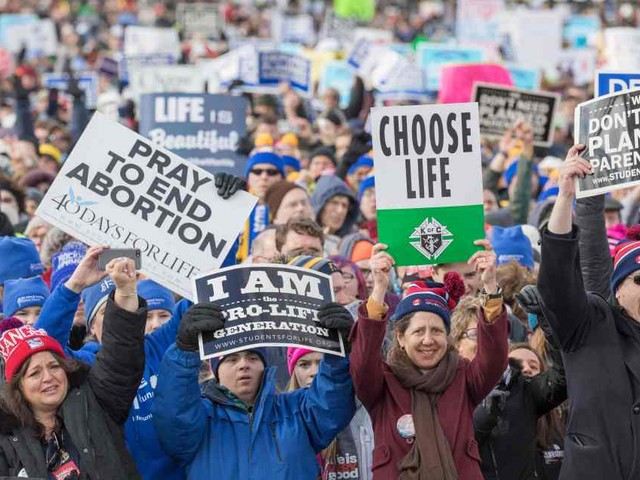 Supreme Court on 5-4 vote blocks restrictive Louisiana abortion law