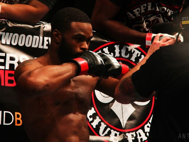 Fight Archives: Woodley's hammer hands fold a(nother) BJJ legend