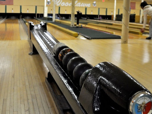Vintage bowling: Duckpins, candlepins roll on