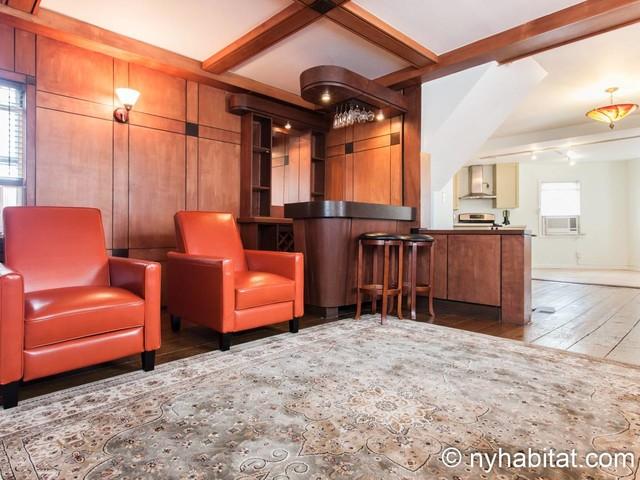 New York Accommodation: 2 Bedroom Apartment Rental in Astoria (NY-17348)