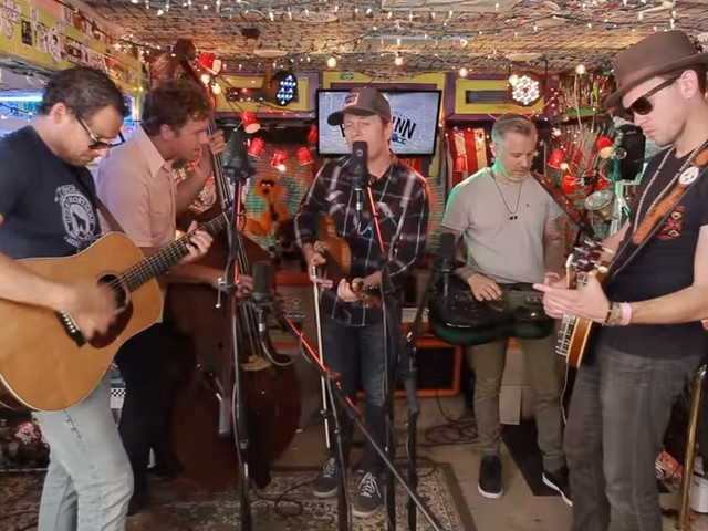 The Infamous Stringdusters Perform For 'Jam In The Van'