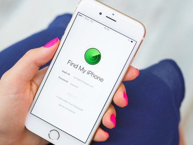 Apple may be working on a new gadget to help you find misplaced items using your iPhone (AAPL)