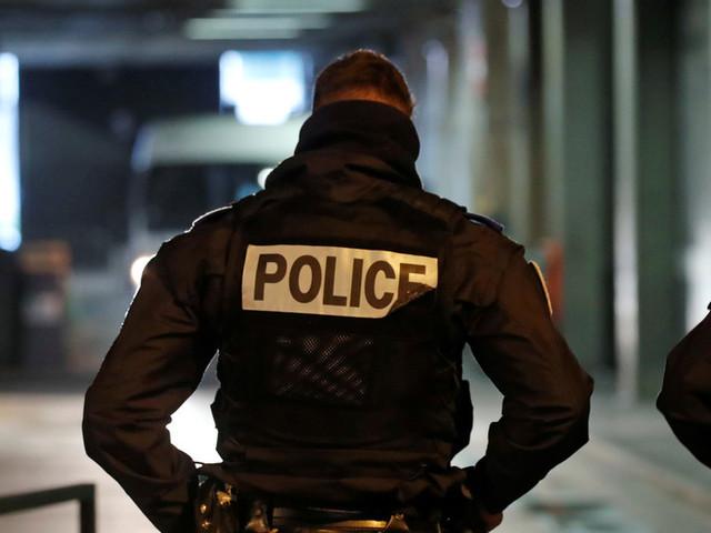 Police & protesters clash at Paris' Gare de Lyon as pension reform strike continues (VIDEOS)