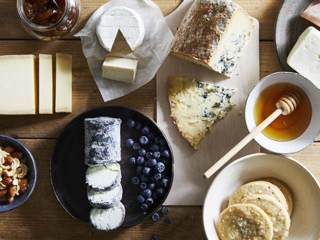 Pro tips on creating the perfect holiday cheese board