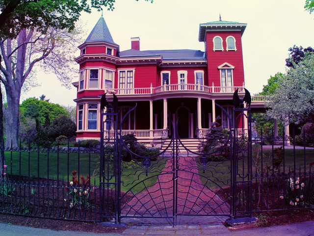 You can now write spooky stories in Stephen King's house, if you make the cut