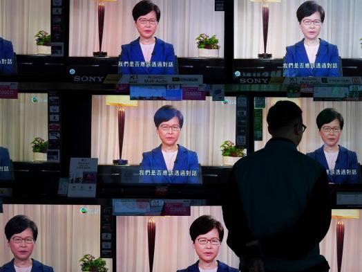 Hong Kong Biz Walks Tricky Line Around Region's Politics