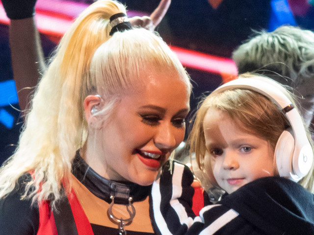 Christina Aguilera Brings Daughter Summer Out on Stage During London Concert!
