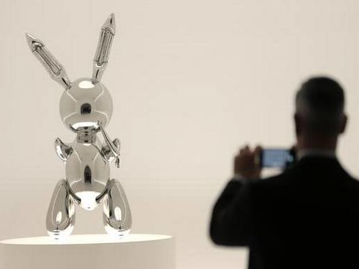 Jeff Koons' 'Rabbit' sculpture fetches record $91 million at auction