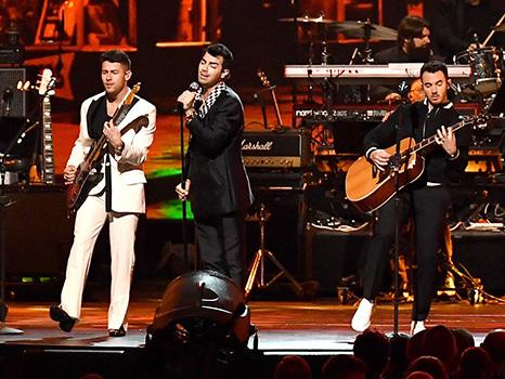 Nick Jonas Confirms He Did Have Food Stuck In His Teeth During Grammys – See Tweet
