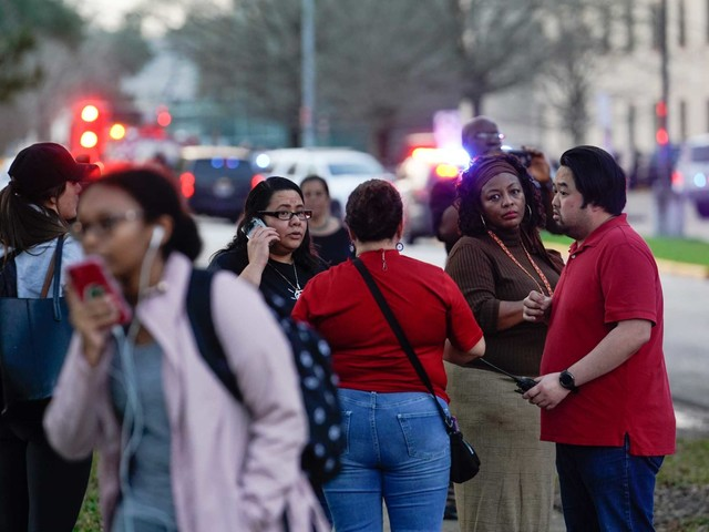 Teen shot outside HISD's Bellaire High