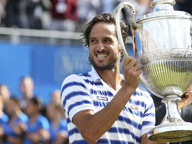 Lopez saves match point, beats Cilic in Queen's final