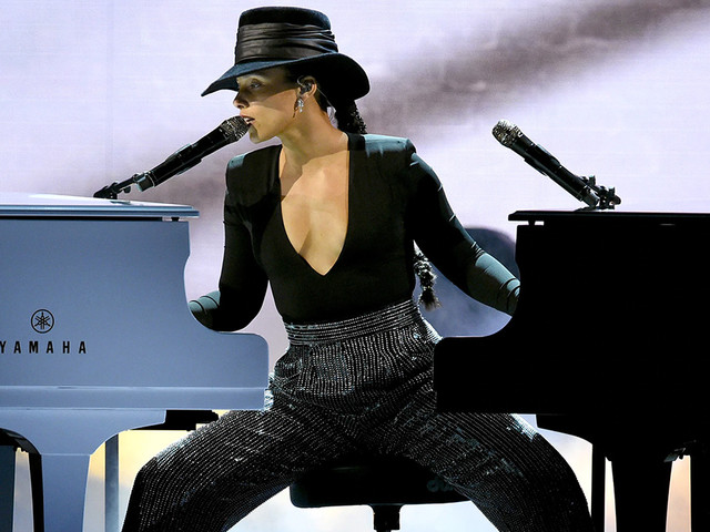 Alicia Keys Wows at the Grammys With Dual Piano Flex (VIDEO)