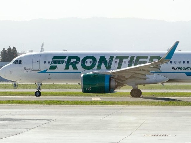 Black Woman Traveling With 4-Year-Old White Adoptive Sister Reported as Possible Child Trafficker by Frontier Airlines