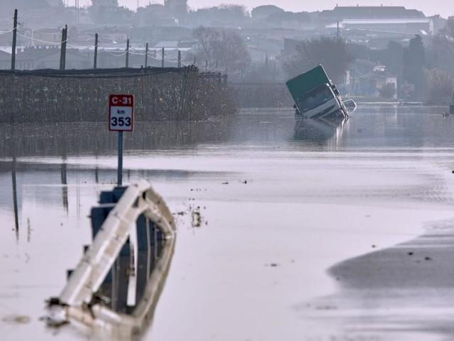 Storm Gloria leaves path of destruction, 13 dead in Spain