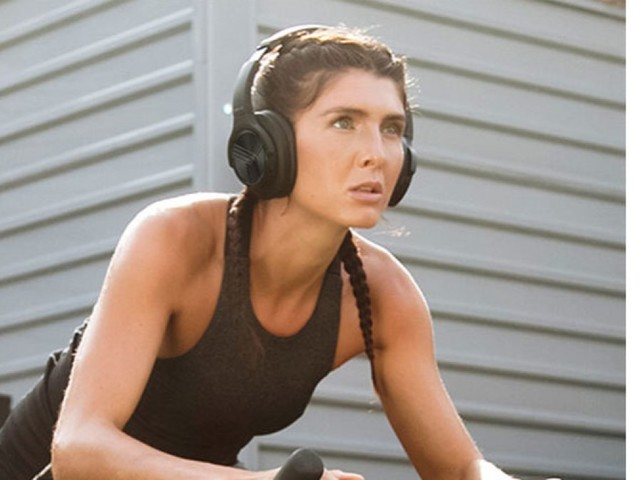 These Bluetooth headphones wow with a 35-hour battery life
