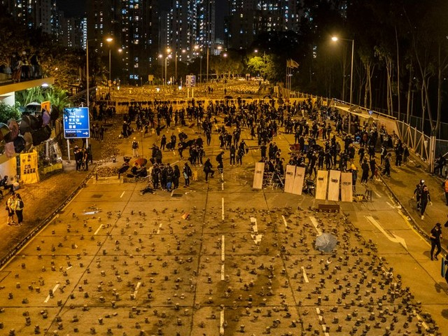 Hong Kong's University Students Dig in for Battles With Police