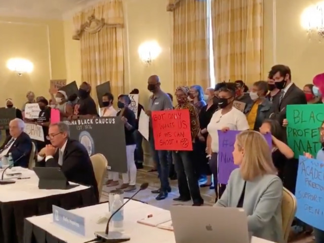 Professors, students at UNC Chapel Hill demand transparency about journalist's tenure bid