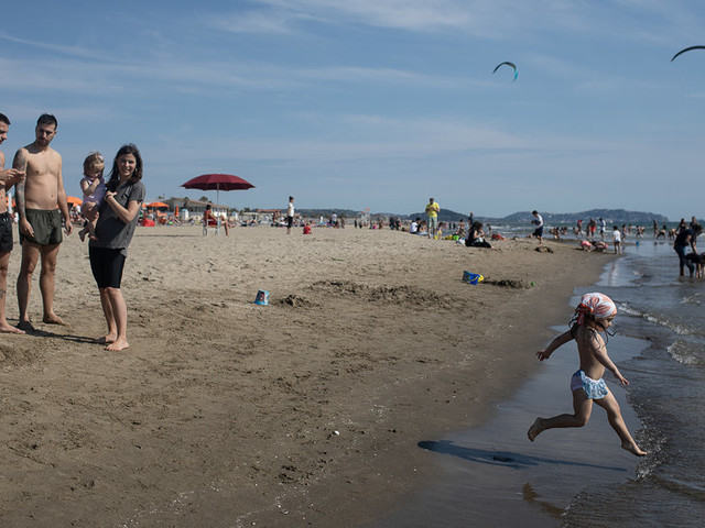 Italians Flock to Beaches, Hoping Tourists Will Follow