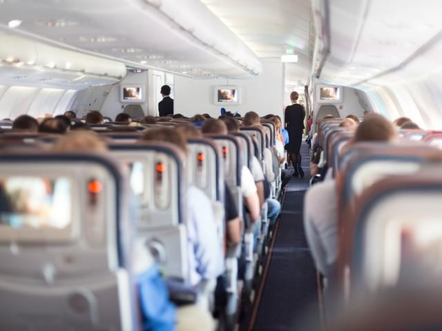 Doc on plane diagnoses man's unusual condition midair