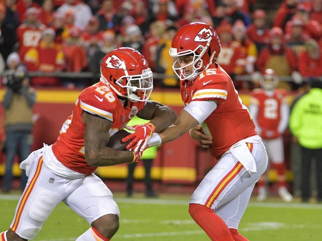 Chiefs favored vs. Colts on Sunday NFL Divisional Round odds
