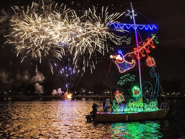 Things to Do in DC This Weekend (December 5-8): A Beer and Pizza Pairing, the Holiday Boat Parade, and Lots of Holiday Shopping