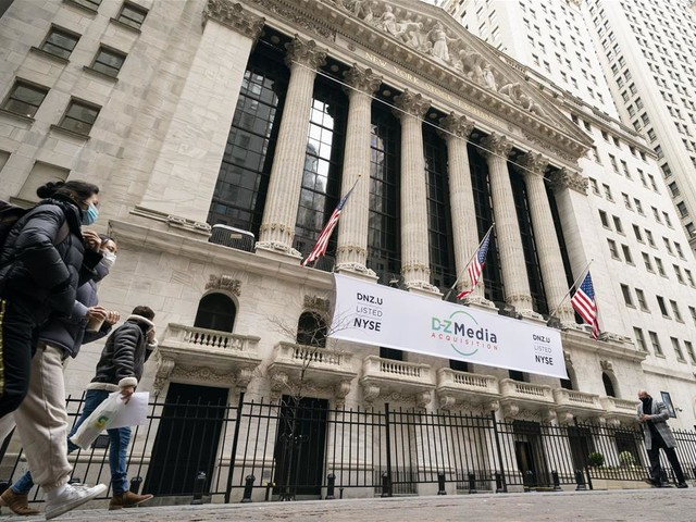 Stocks Pare Losses, Remain Up for the Week