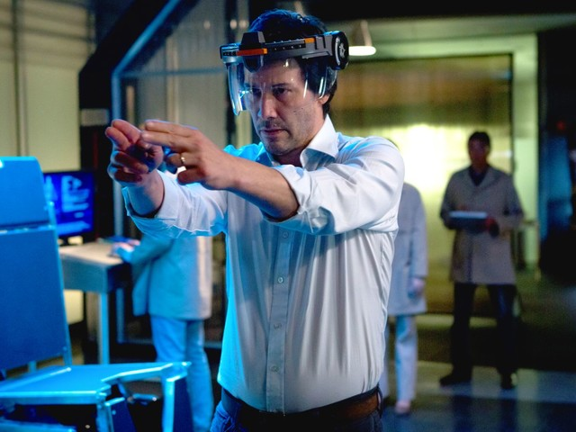 The Keanu Reeves sci-fi movie Replicas is so terrible it could give you an existential crisis