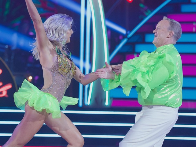 'Dancing with the Stars': Trump's Sean Spicer tweet wasn't wasted despite no elimination