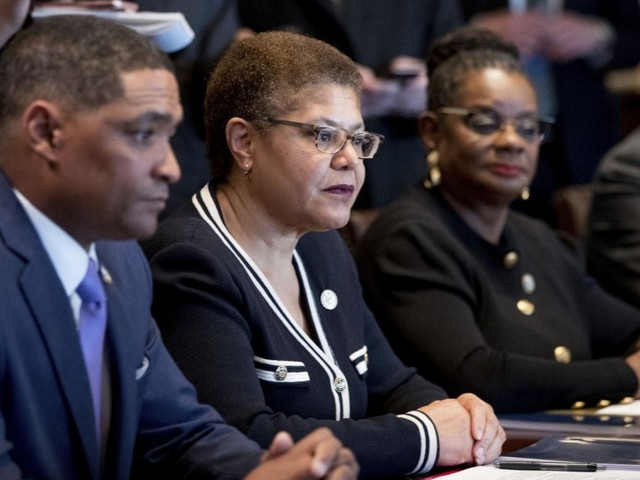 Black lawmakers' presidential endorsements are the most spread-out they've been in recent history
