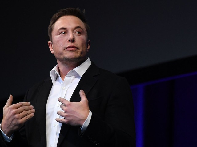 Leaked email reveals Elon Musk must approve all new Tesla hires (TSLA)