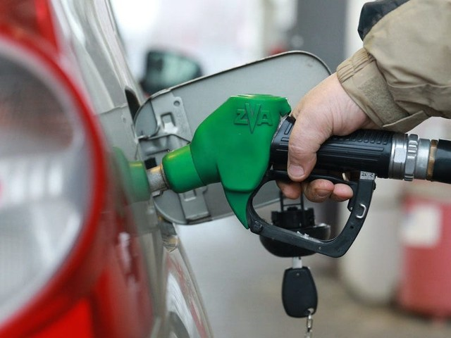 Gas prices reach highest average in 7 years as Memorial Day travel surges but supply falls short
