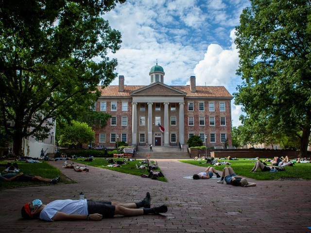 COVID-19 Roundup: UNC holds firm on reopening; Hopkins and UMass pivot; Syracuse suspends nondistancing students