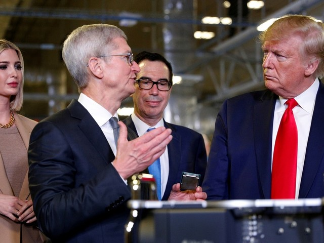 Trump Said to Hold Breakfast Meeting With Tim Cook, Other CEOs Today