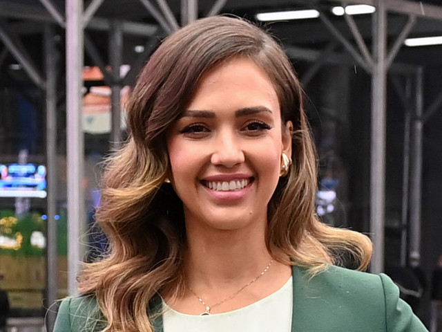 Jessica Alba Means Business for The Honest Co.'s Trading Debut in a Money-Green Suit