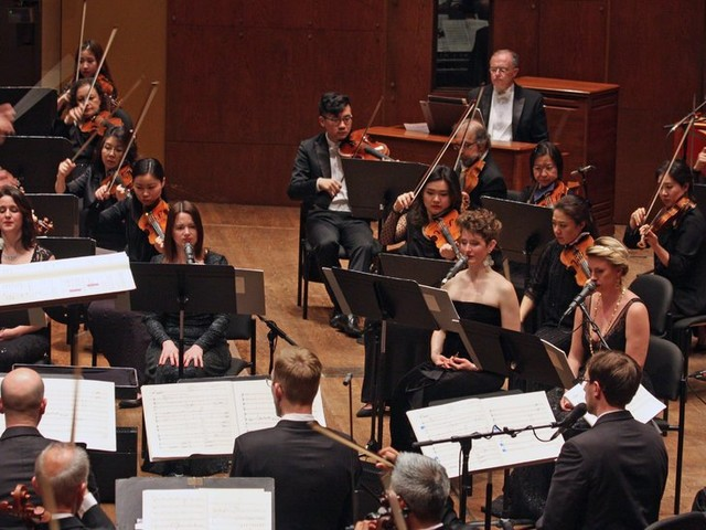 Review: The Philharmonic Points a Trippy Kaleidoscope at the Past