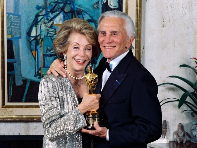 Peter Bart: Kirk Douglas, A Hero Of Past Academy Awards, Might Have Been Baffled By Oscars 2020