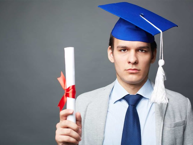 Why University Degree Is no Longer Enough: How to Get a Dream Job Being a Fresh Graduate
