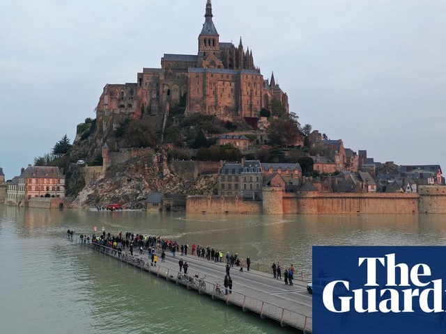 Waiting for a haircut and Mont-Saint-Michel: Monday's best photos