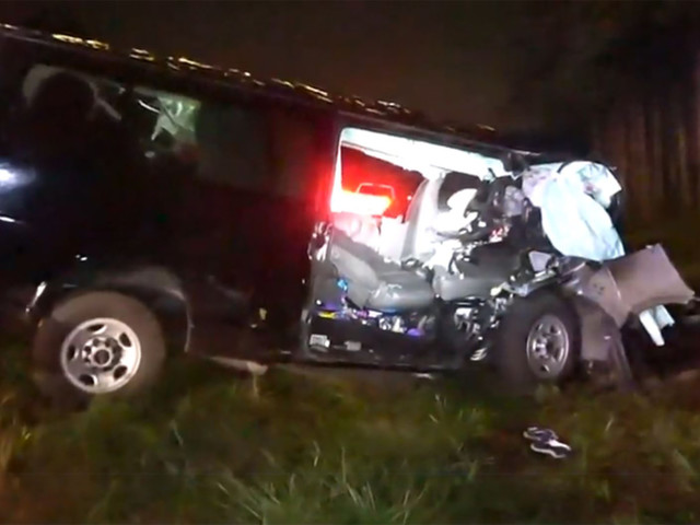 2 killed, 10 injured as van headed to New York crashes on I-95