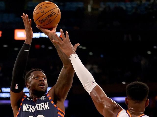 Ayton Shines As Suns Pound Knicks
