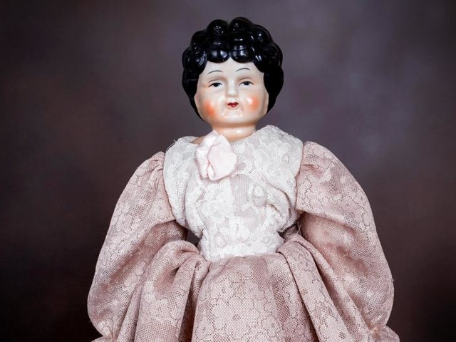 Guide to Antique Dolls with China Heads