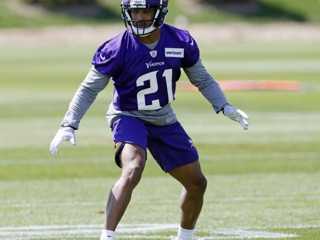 Mike Hughes has solid debut for Vikings