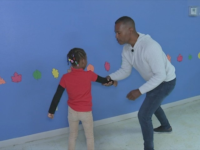 3 simple self-defense moves that could save your child's life