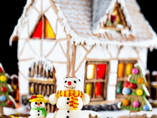 12 Incredible Gingerbread House Displays That Are Worth a Trip