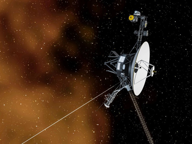 Voyager 1 hears a plasma hum in deep space