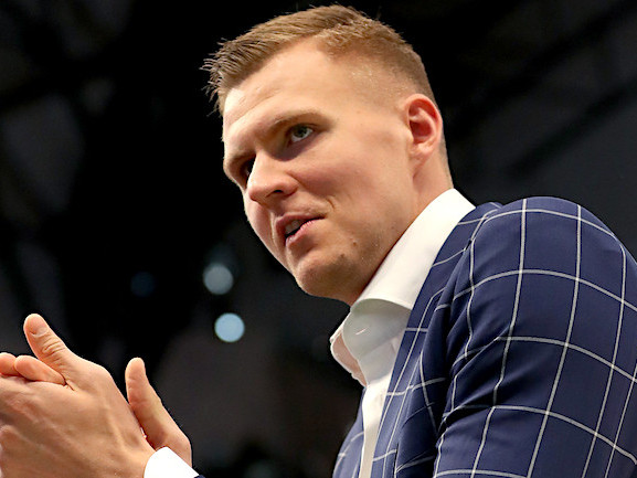 Mavs' Porzingis: 'I'm Going To Play', Hopes To Return From Knee Injury To Face Clippers