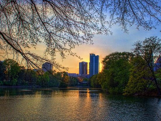 The Shorthaul – American – $138: New York – Atlanta (and vice versa). Roundtrip, including all Taxes