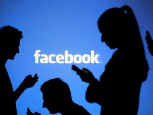 Facebook Hiring Journalists To Curate Its New News Tab