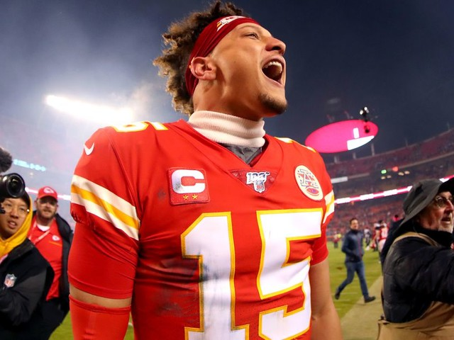 The Mahomes Comeback Game, the Titans Out-Bully the Ravens, and More Playoff Chaos